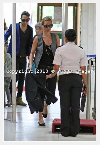 kate moss departing thailand 070110 18.jpg